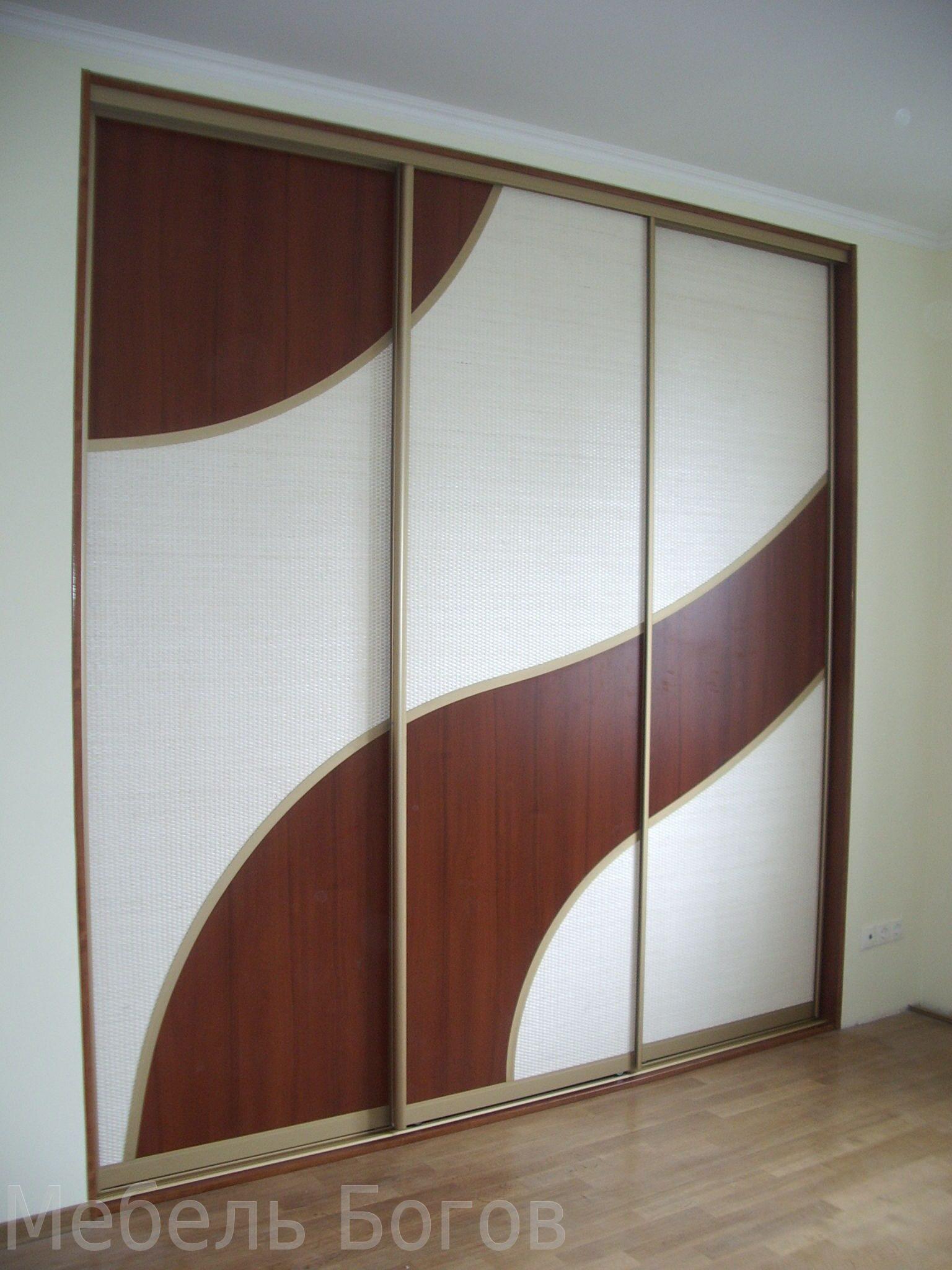 Шкаф купе 3-х дверный с криволинейной комбинацией вставок в .